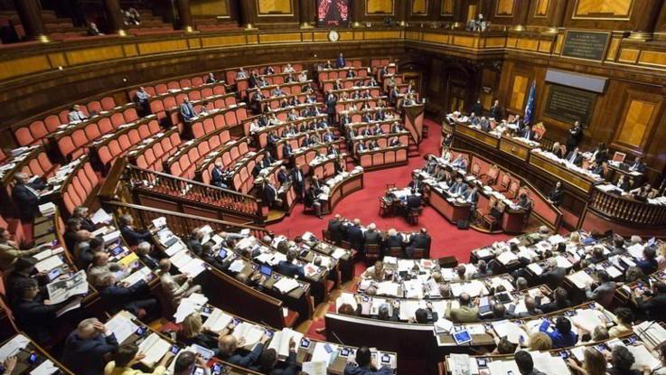 Dl Fisco, precompilata Iva dal 2020 e stop al 'governatore-commissario'