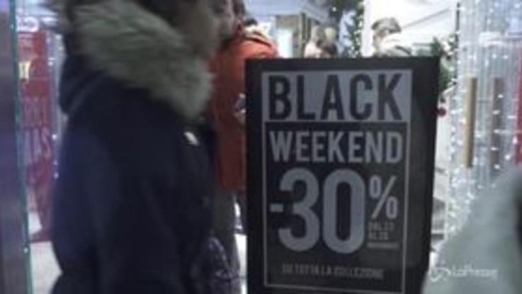 Milano, tutti pazzi per il Black Friday