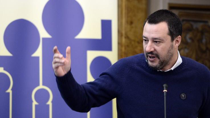 """Governo, Lega vola nei sondaggi. Salvini rassicura M5S: """"Avanti col contratto"""""""