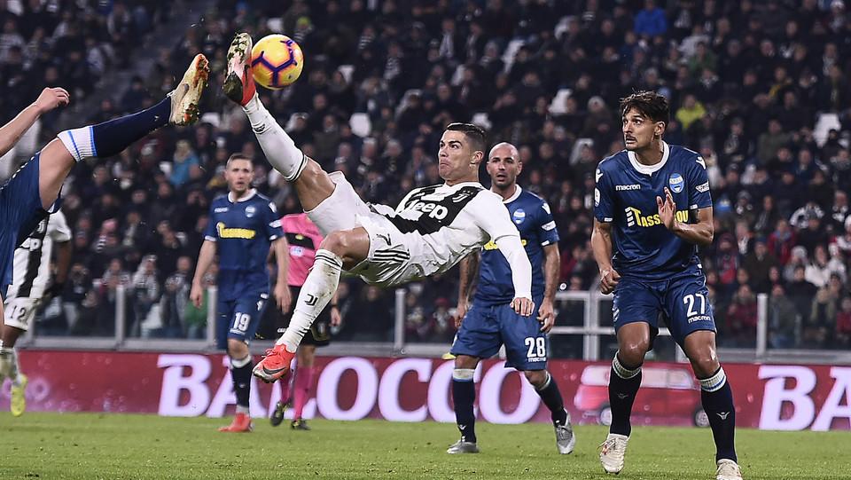 29' Cristiano Ronaldo porta la Juve in vantaggio: gol all'incrocio dei pali sulla destra ©