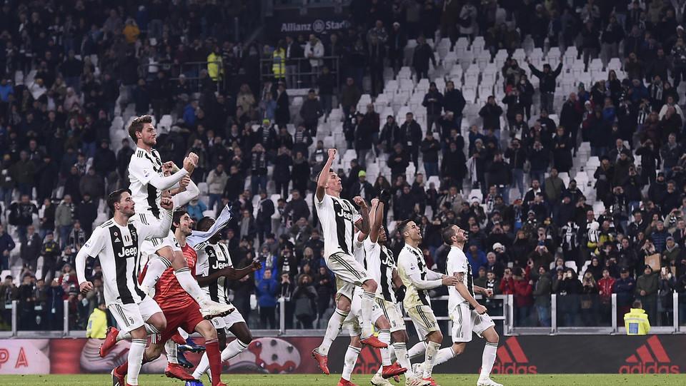 L'esultanza dei giocatori della Juventus a fine partita ©