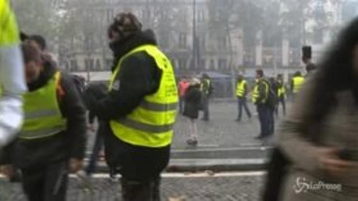 Gilet gialli, guerriglia a Parigi
