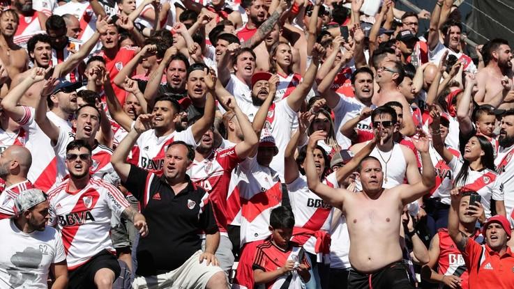 Scontri e guerriglia, River Plate-Boca Juniors si gioca questa sera. Contrari i giocatori Xeneize