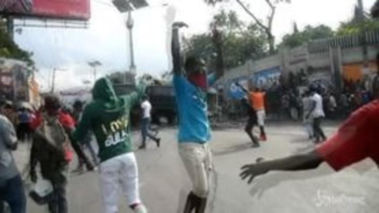 Haiti: manifestanti in piazza, nuovi scontri con la polizia