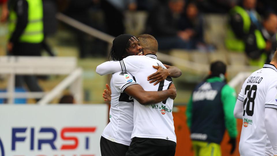 I festeggiamenti dopo il gol del vantaggio segnato da Gervinho ©