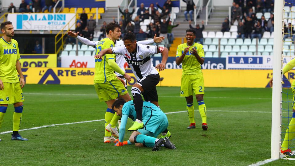 Bruno Alves segna il secondo gol per il Parma ©