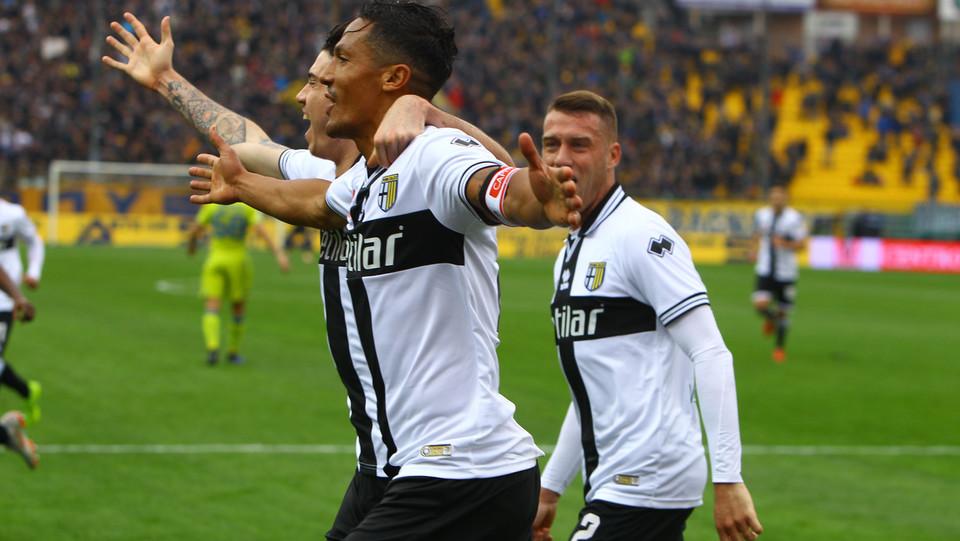 Bruno Alves festeggiato dai compagni di squadra ©