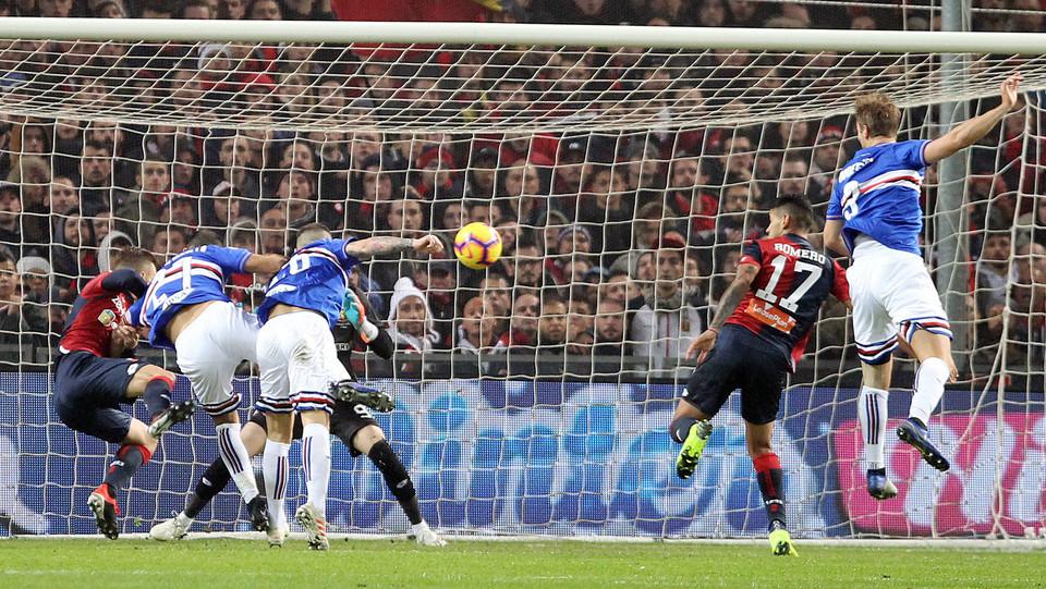 8' Un gol di testa di Quagliarella porta la Sampdoria in vantaggio dopo appena 8 minuti! ©