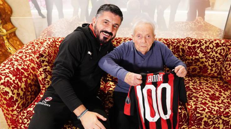 Gattuso e la tifosa milanista centenaria: una maglia speciale per celebrare l'amore rossonero