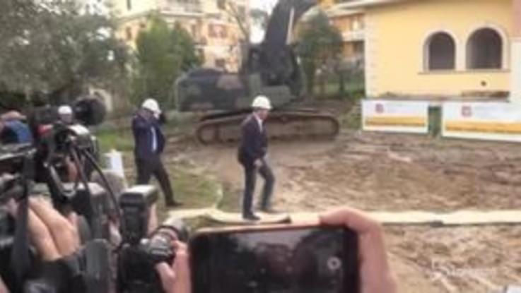 Casamonica, demolita un'altra villa: Salvini sulla ruspa