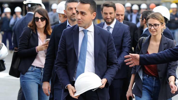 """Di Maio e le colpe dei padri. Boschi e Renzi: """"Adesso dovrebbe chiedere scusa"""""""