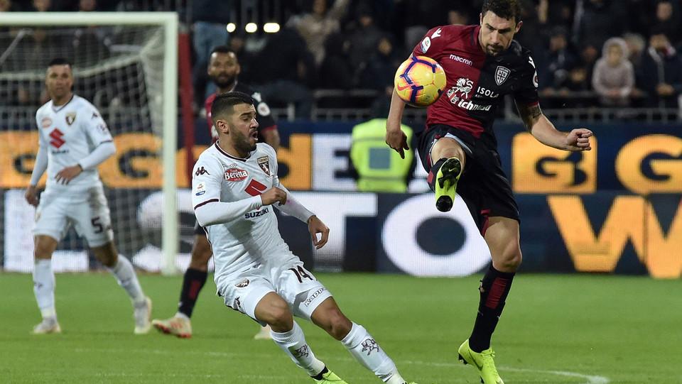 Iago Falque (Torino Fc) e Artur Ionita 21 (Cagliari Calcio) ©