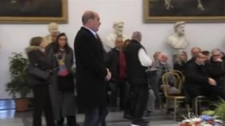 Virginia Raggi e Nicola Zingaretti alla camera ardente di Bertolucci