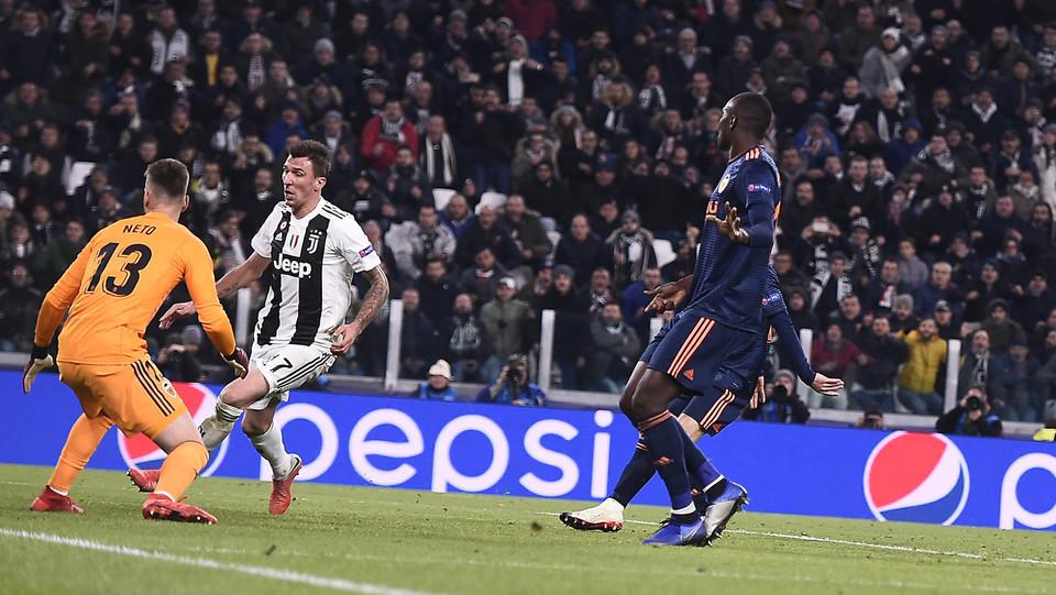 Mandzukic realizza il gol del vantaggio. Juve-Valencia: 1-0 ©