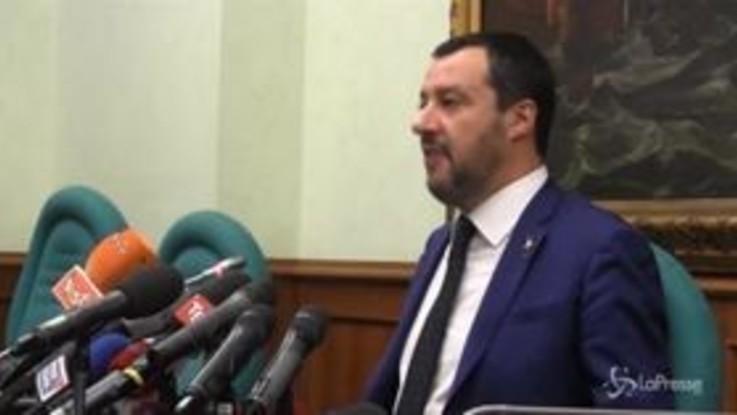 """Manovra, Salvini: """"Sorrido così lo spread scende"""""""