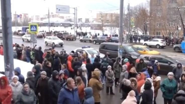 Russia, falsi allarme bomba a Mosca: evacuati 12 centri commerciali
