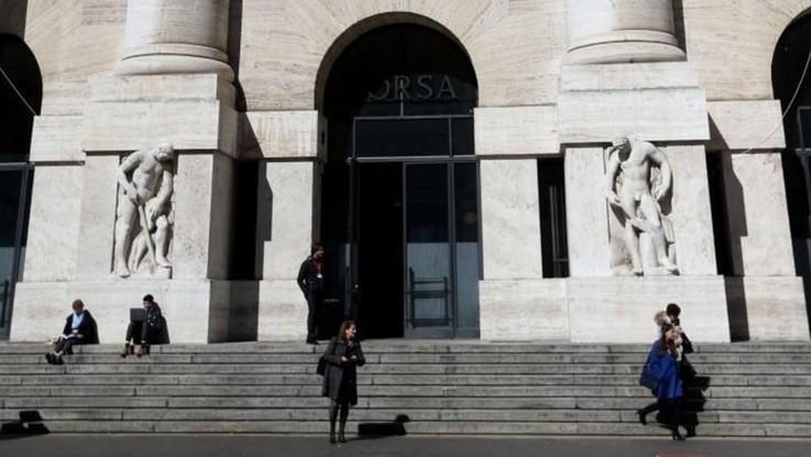 Borsa, Piazza Affari chiude in rosso: debacle per Tenaris
