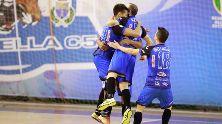 Calcio a 5, Cuzzolino show. Supercoppa e Triplete per l'Acqua&Sapone