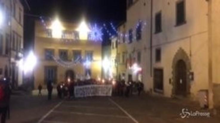 """""""Io sto con Fredy"""": in centinaia alla fiaccolata a Monte San Savino"""