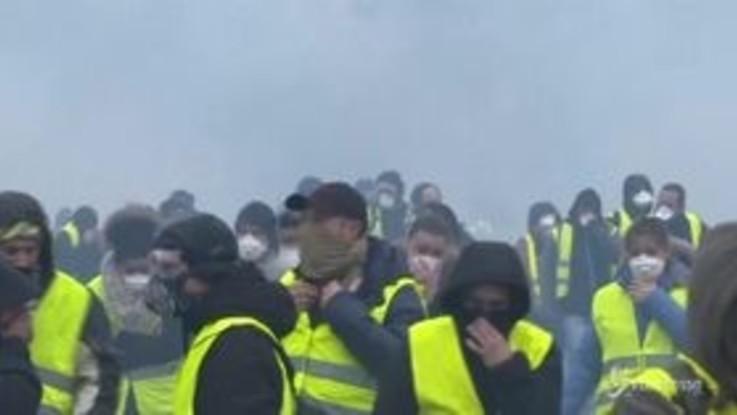 Guerriglia urbana a Parigi, scontri 'Gilet gialli'-polizia