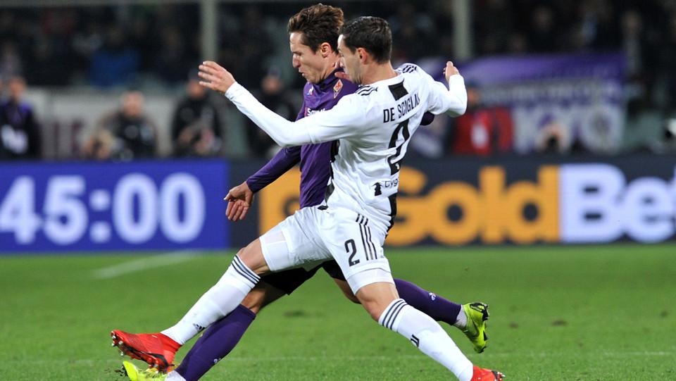Federico Chiesa (Fiorentina) e Mattia De Sciglio (Juventus) in azione ©