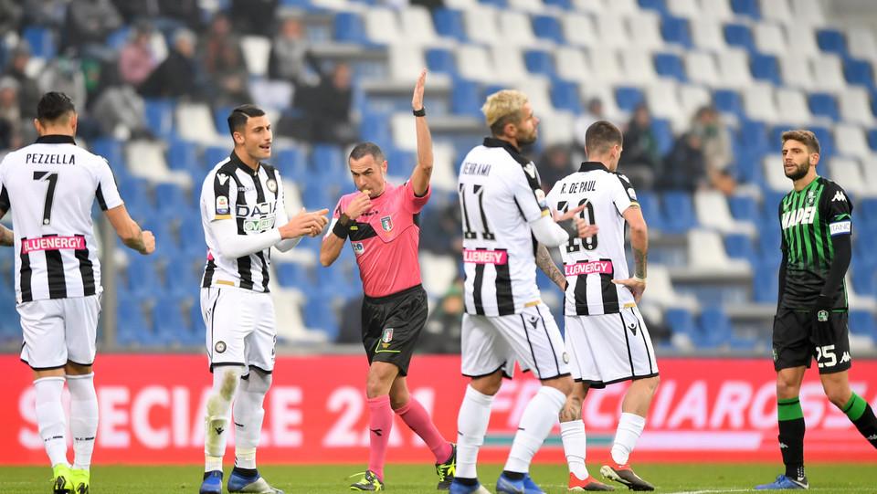 L'arbitro Marco Guida annulla un gol a Alfred Duncan (U.S. Sassuolo) ©