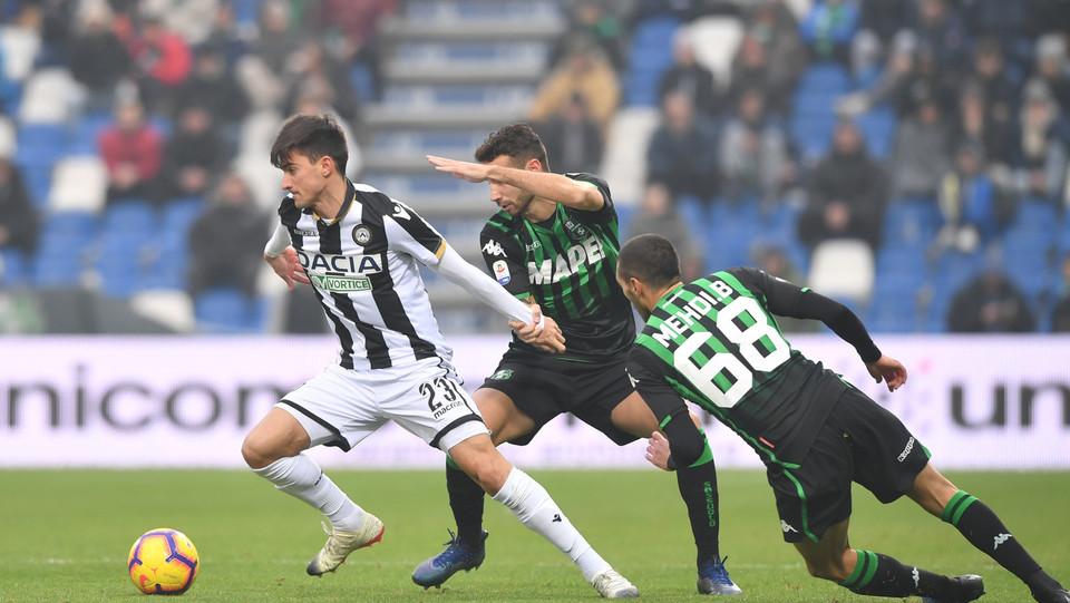 Ignacio Pussetto (Udinese Calcio) in azione contrastato da Gian Marco Ferrari (U.S. Sassuolo) e Mehdi Bourabia (U.S. Sassuolo) ©