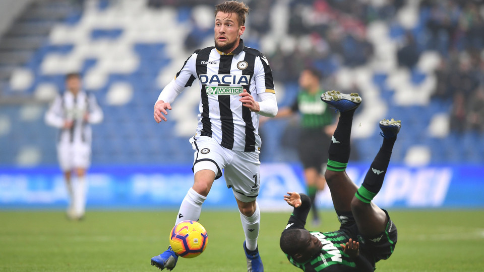 Khouma El Babacar (U.S. Sassuolo) in azione contrastato da Hidde ter Avest (Udinese Calcio) ©