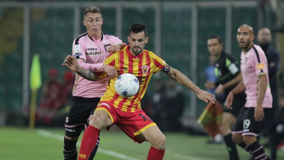Palermo-Benevento 0-0. Haas contro Maggio ©