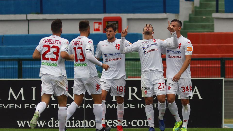 Cosenza-Padova 2-1. Bonazzoli esulta con i suoi ©