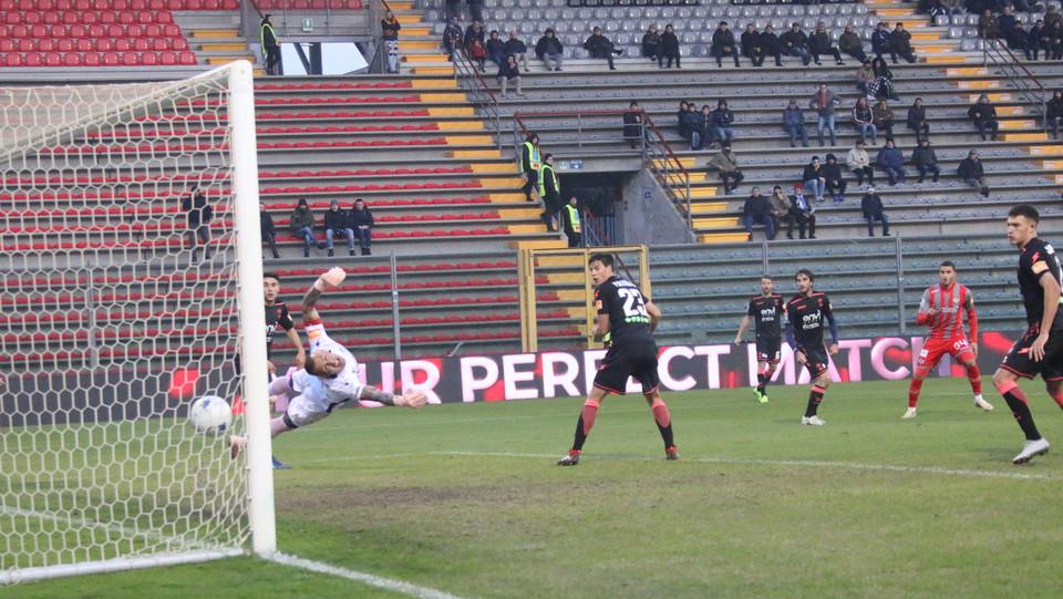 Cremonese-Crotone 1-0. Il gol di Boultam ©