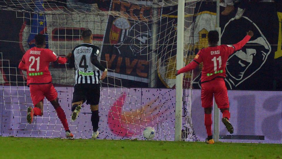 Ascoli-Spezia 3-1. Okereke accorcia ©