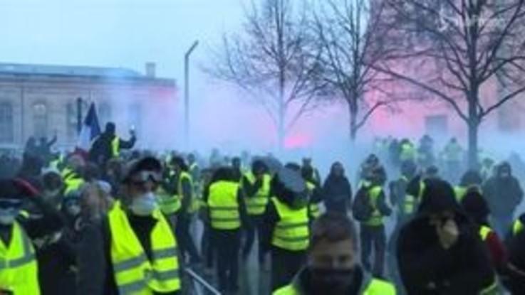 Gilet Gialli, Macron apre al dialogo con i manifestanti
