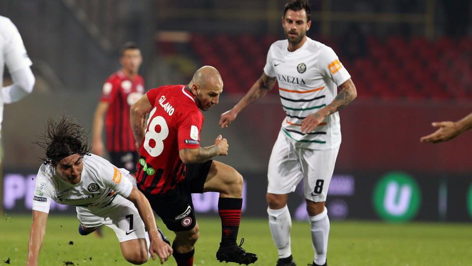Foggia-Venezia 1-1. Galano contro Bentivoglio ©