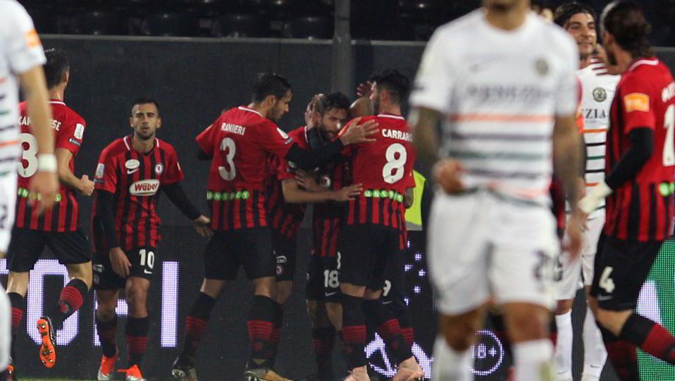 Foggia-Venezia 1-1. Iemmello esulta con i compagni dopo il gol del vantaggio ©