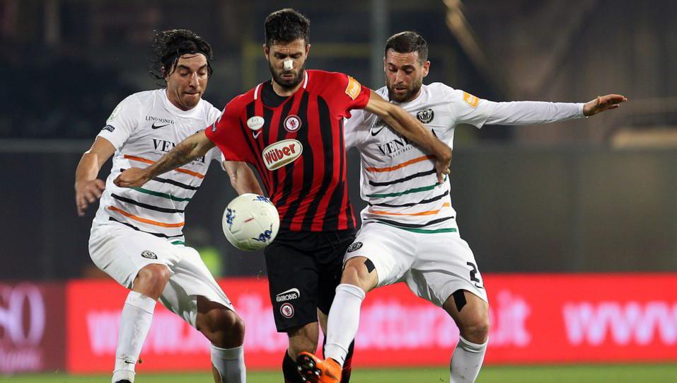 Foggia-Venezia 1-1. Iemmello in azione ©