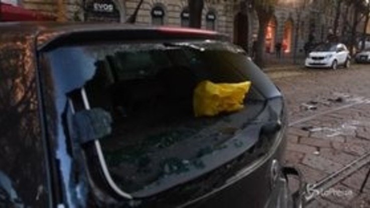 Milano, scontro tra tram e auto: 4 feriti lievi