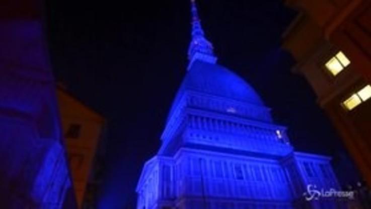 Torino, la Mole Antonelliana si illumina per le festività natalizie