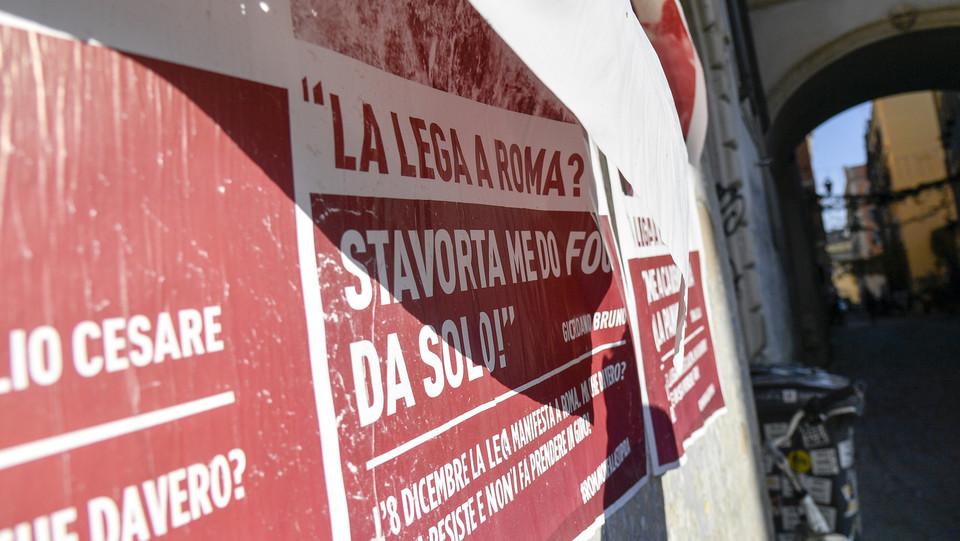 Altri manifesti in piazza San Calisto ©