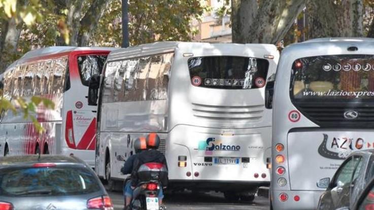Roma, ciclista ucciso in centro da un bus turistico