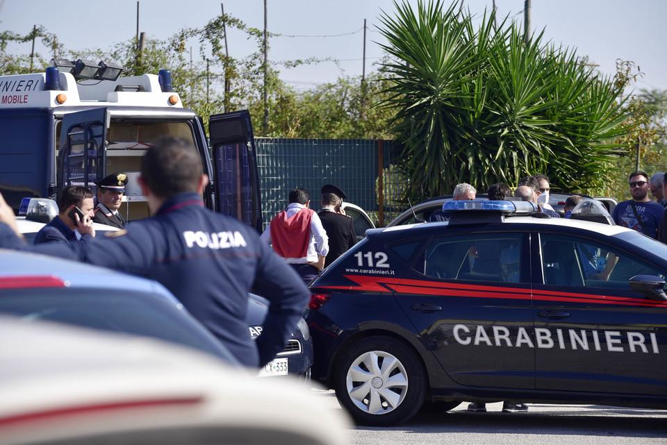 Pavia, accoltella la madre e si taglia la gola: tragedia nell'Oltrepò