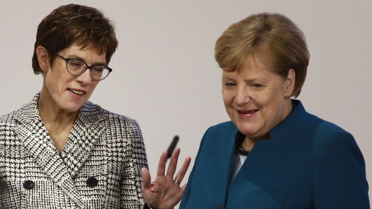 Germania, Merkel saluta la Cdu: l'erede è la fedelissima Karrenbauer
