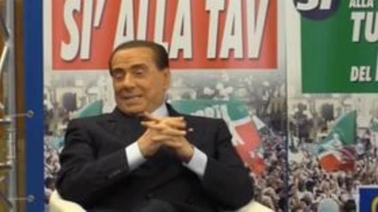 """Berlusconi show: """"A molti deputati puzza l'alito"""""""