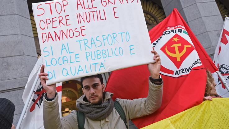 Tav, Grillo 'benedice' la marcia di Torino. I 'no' pronti alla conta