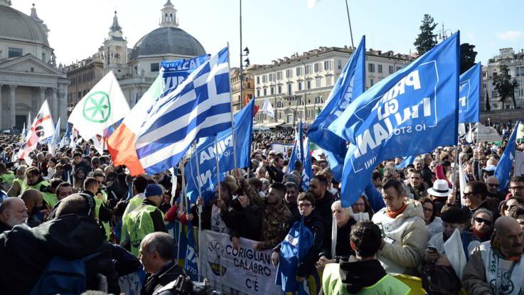La Lega in piazza del Popolo a Roma: un minuto di silenzio per le vittime di Corinaldo