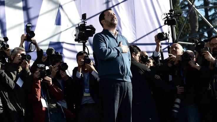 """Manifestazione Lega a Roma, bandiere e striscioni: """"Uno per tutti e tutti per Salvini"""""""