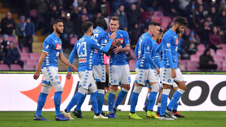 Serie A, il Napoli cala il poker: 4-0 al Frosinone e -8 dalla Juve