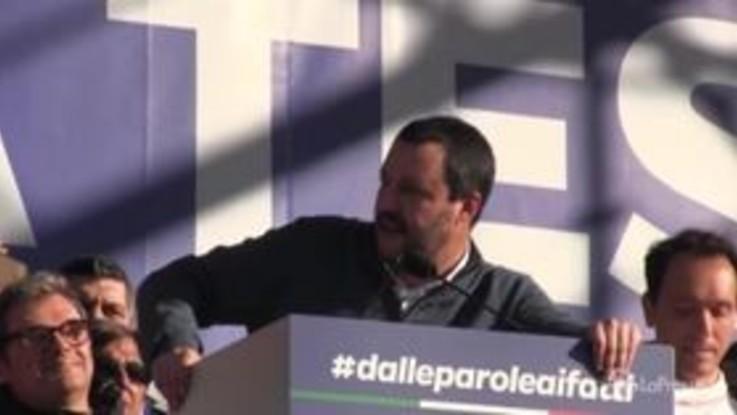 """Festa della Lega, Salvini: """"Ci mancava solo Pamela Anderson"""""""