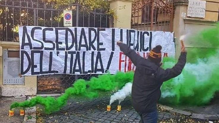Roma, blitz di Forza Nuova contro la sede nazionale dell'Anpi