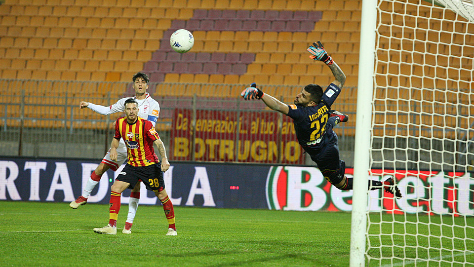 Lecce-Perugia 0-0. Un tiro di Melchiorri deviato da Vigorito ©